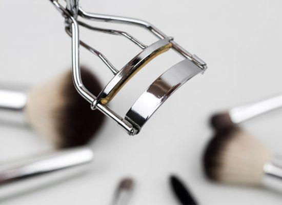 eyelash-curler-1761855_1920-1